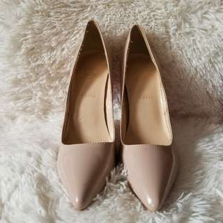 ⭐REDUCED!⭐Christian Louboutin Nude Pumps