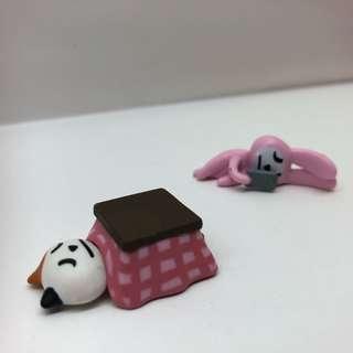 拿手機的囧兔 睡在暖桌的囧貓