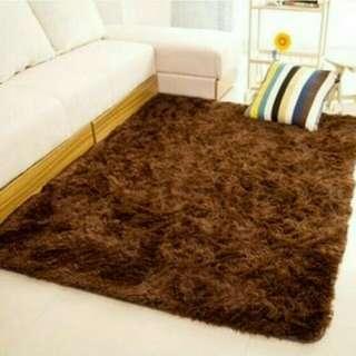 karpet bulu tebal
