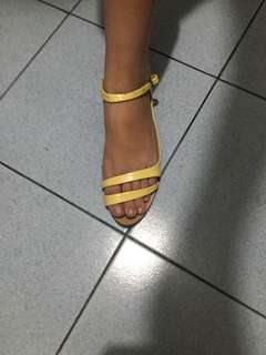 Zara sandals,with flaws s loob po pag suot d kita s labas may parang gas gas cia onti