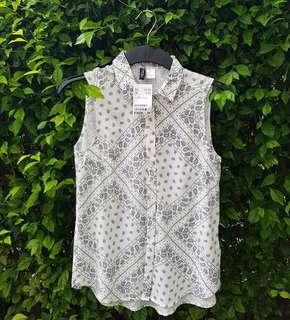 H&M sleeveless viscose blouse-white pattern