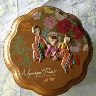 Tin Box - nyonya ladies