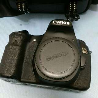 🚚 Eos 60d body only+ carger, strap camera, memory card and bag