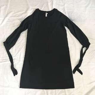 Open-sleeved dress