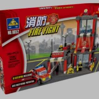 Fire engine + fire station mini figurines