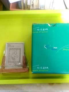 2004年 猴年 甲申歲次 香港郵政金屬印樣 附木座 原裝盒