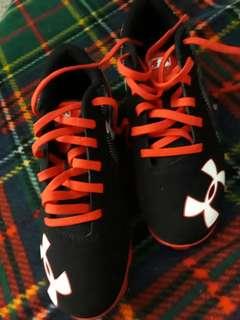 baseball spike shoes