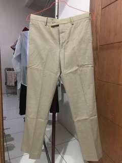 Celana chino khaki