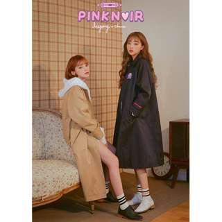 LEEGONG pinknoir trench coat 聯名設計款俏皮刺繡長版大衣 ( CHUU 官網代購 ) 風衣
