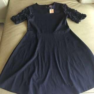 正韓製單品黑色彈性花袖A字裙洋裝