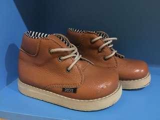 Sepatu Anak Decks (ada deffect kecil dikulitnya & bawah sepatu)
