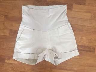 Maternity shorts beige by Mothers en Vogue Size S