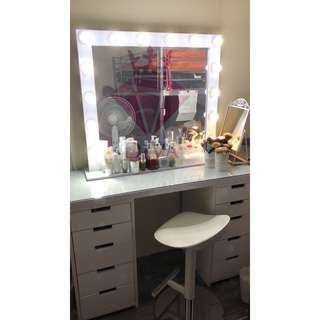 Diva dressing table and vanity mirror