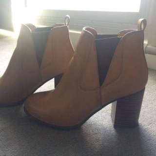 Novo Brown / Tan Leather Ankle Boots