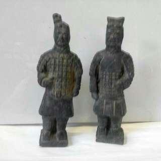 铁铸泰始皇出土兵俑,缩小版。