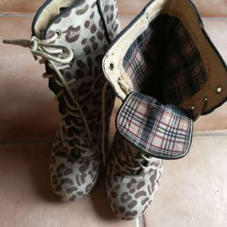 pre loved fashion boots