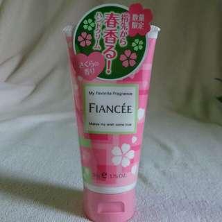日本FIANCEE原裝限量版櫻花 Hand Cream