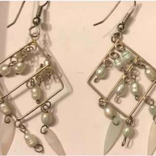 2 x fashion dangle earrings