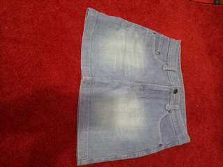 Rok jeans size 12 (fit to XL)