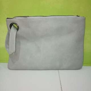 Clutch grey