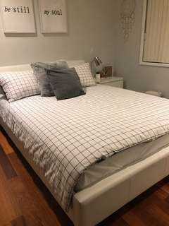 WHITE QUEEN SIZE BED FRAME & MATTRESS