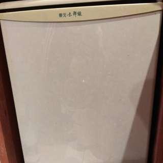 用很少的小冰箱(舊的新冰箱)