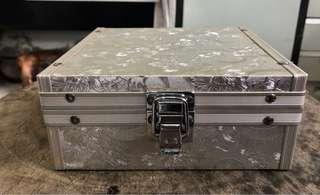 🚚 讓藏 材質:鋁 約16x15.5x7公分 $1000 運費:65 無貨到付款喔😊