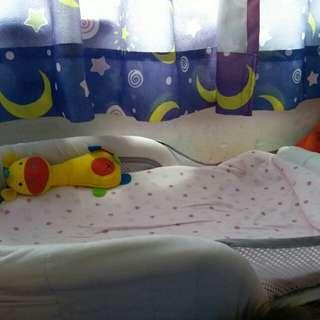 嬰兒分隔床