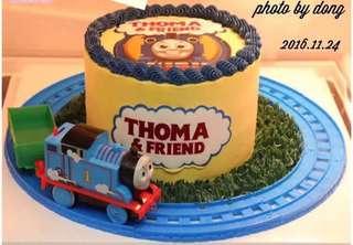 Thomas the train cake decoration