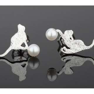 🚚 925銀針  拉絲款小貓白貝珠耳針一對#一百元好物