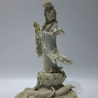 「站蓮持瓶觀音菩薩瓷造像」