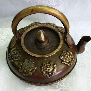 🚚 甘丹佛教文物 ^^ 尼泊爾 手工 八吉祥 奶茶壺 酥油壺 ( 莊嚴 雅致 )