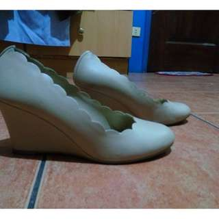 scallop wedge shoes