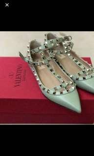 Valentino 鞋子37號,顏色非常美、只穿過一次、因為太小所以賣掉