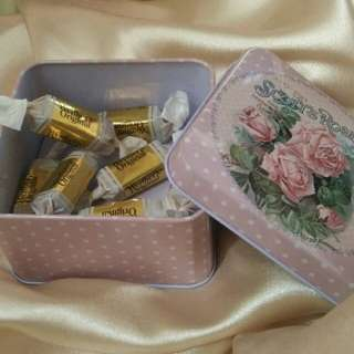 Wedding Gift Favor / Candy Metal Tin Box