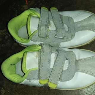 Unisex nike shoes kid