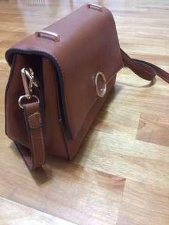 🚚 卡其 咖啡色 側背包 皮包 肩背 方型 韓國圓圈 多夾層 大小適中 容量剛好
