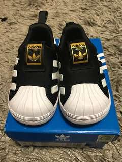 EUC Adidas Kids Superstar 360 US5