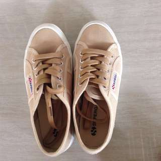 Superga in Beige (EU 35 / UK 2 / US/AU 4)