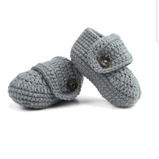 Knitted Pram Shoes in Grey