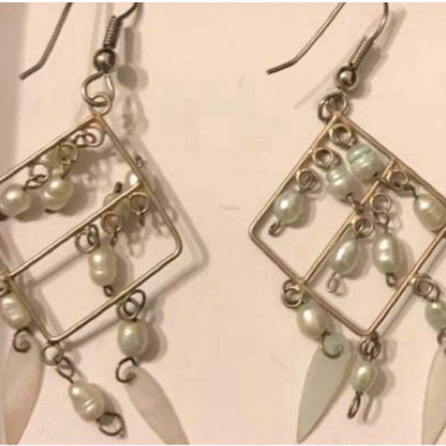 2 x fashion dangle earrings