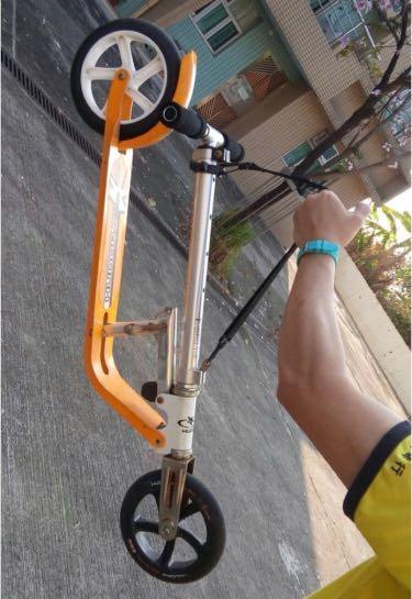 放 Hudora Bigwheel 205 滑板單車