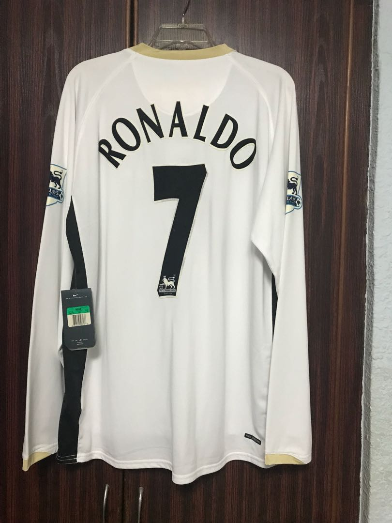 the best attitude e5746 a05ff BNWT Man Utd Ronaldo 7, Sports, Sports Apparel on Carousell