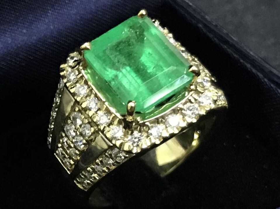 engagement ring boutique jewellery diamond zambian emerald