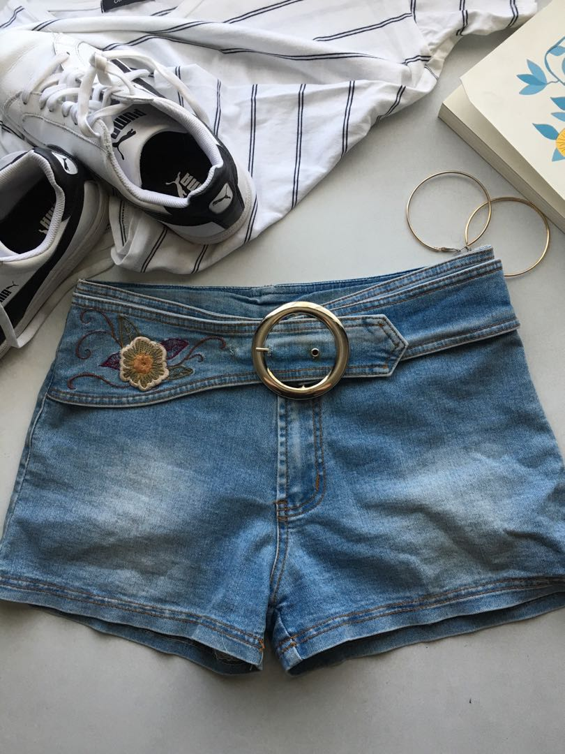 Flower detail embroidered shorts