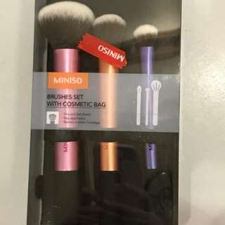 Miniso brush gor make up coming with cosmetic bag