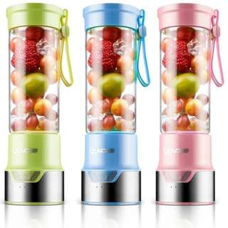 Rechargeable & portable personal blender