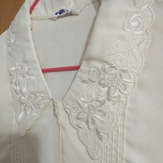 🚚 兩件九折。全新復古奶白色刺繡長袖襯衫