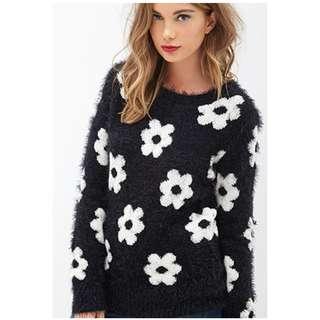 Forever 21 Fuzzy Daisy Sweater Mod Retro Twiggy Black Cream
