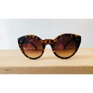 Rounded cat eye sunglasses leopard print retro pinup rockabilly